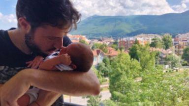 Салпаров показа бебето (снимка)