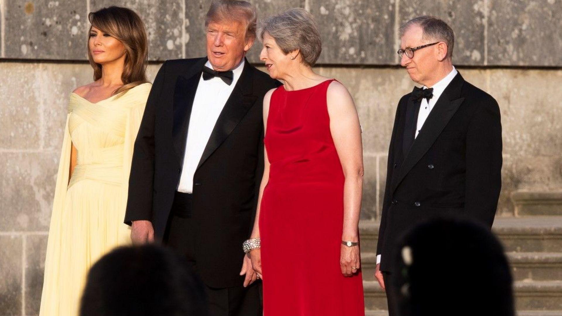 Мелания и Тереза Мей изненадаха с необичайни рокли до Тръмп