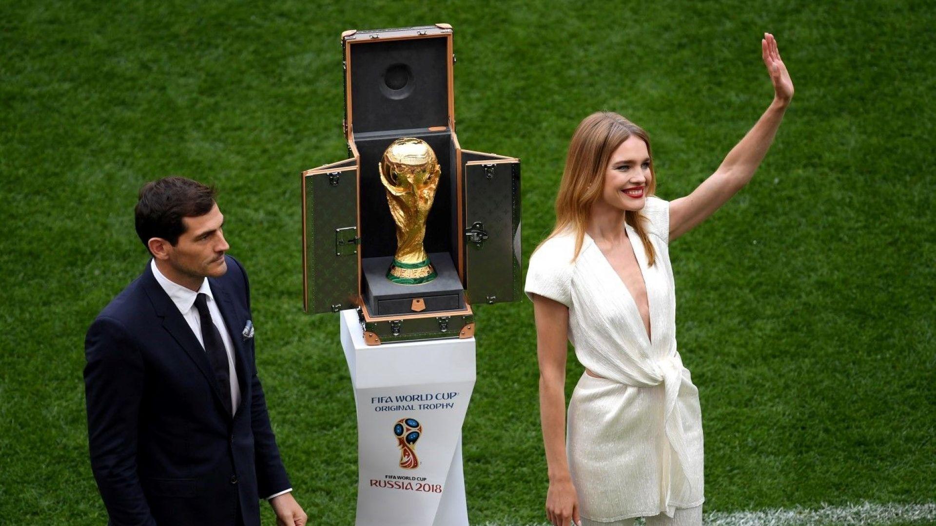 Любимката на Русия изнася купата за финала в неделя