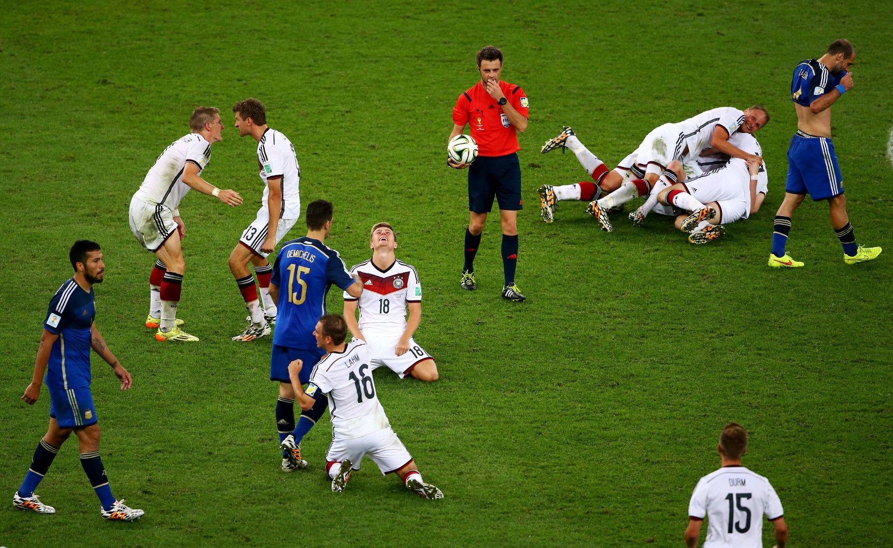 Последен сигнал: Германия е шампион с 1:0 след продължения. Кадър без коментар!