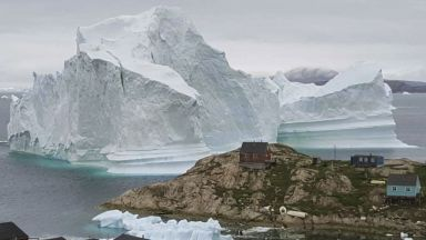 Голям айсберг заплашва гренландско село