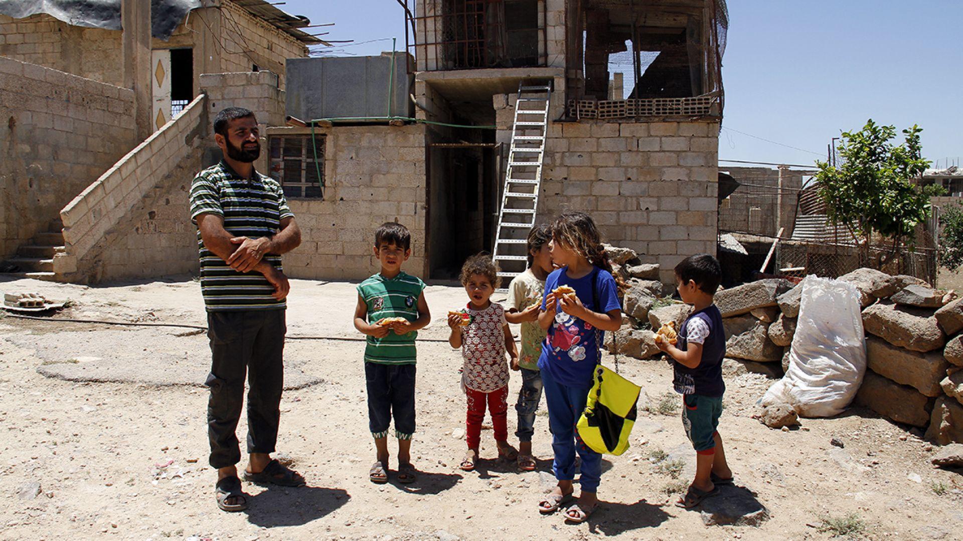 Сирийски бунтовници предават тежките си оръжия в Дараа