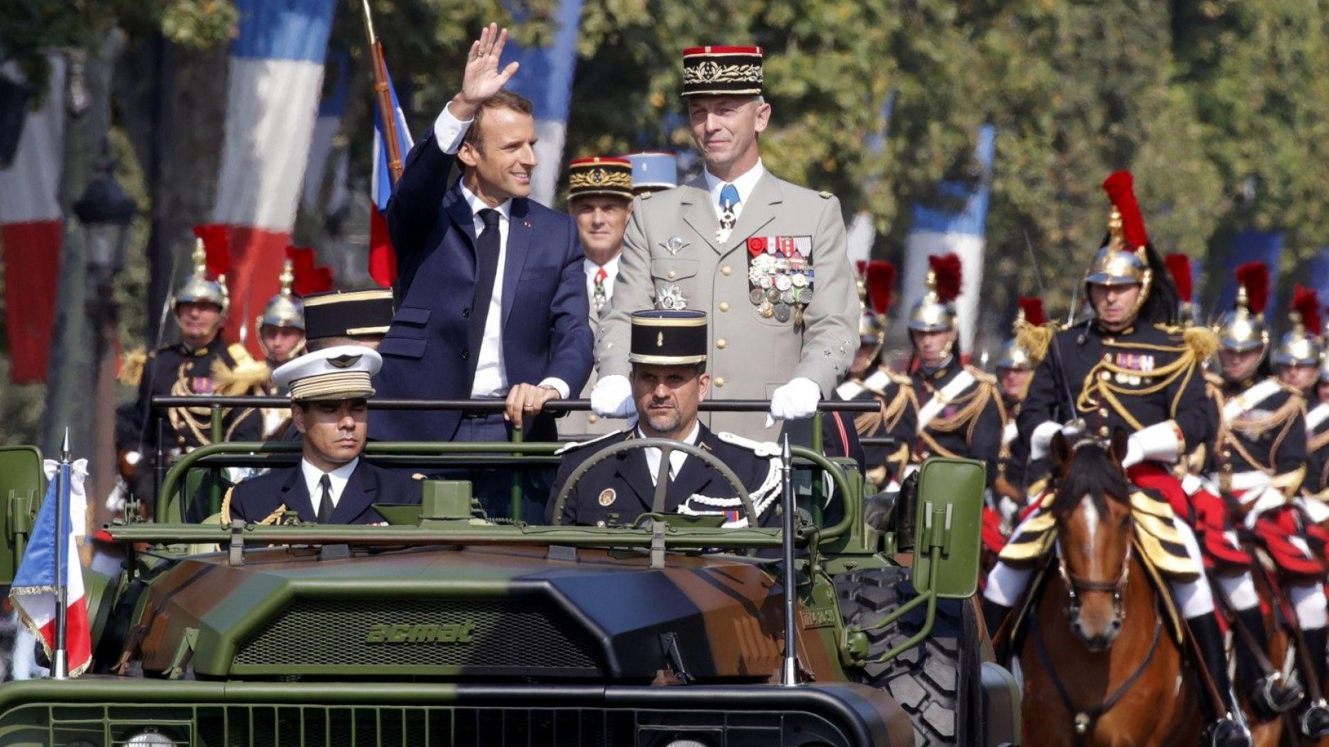 Президентът Еманюел Макрон по време на парада