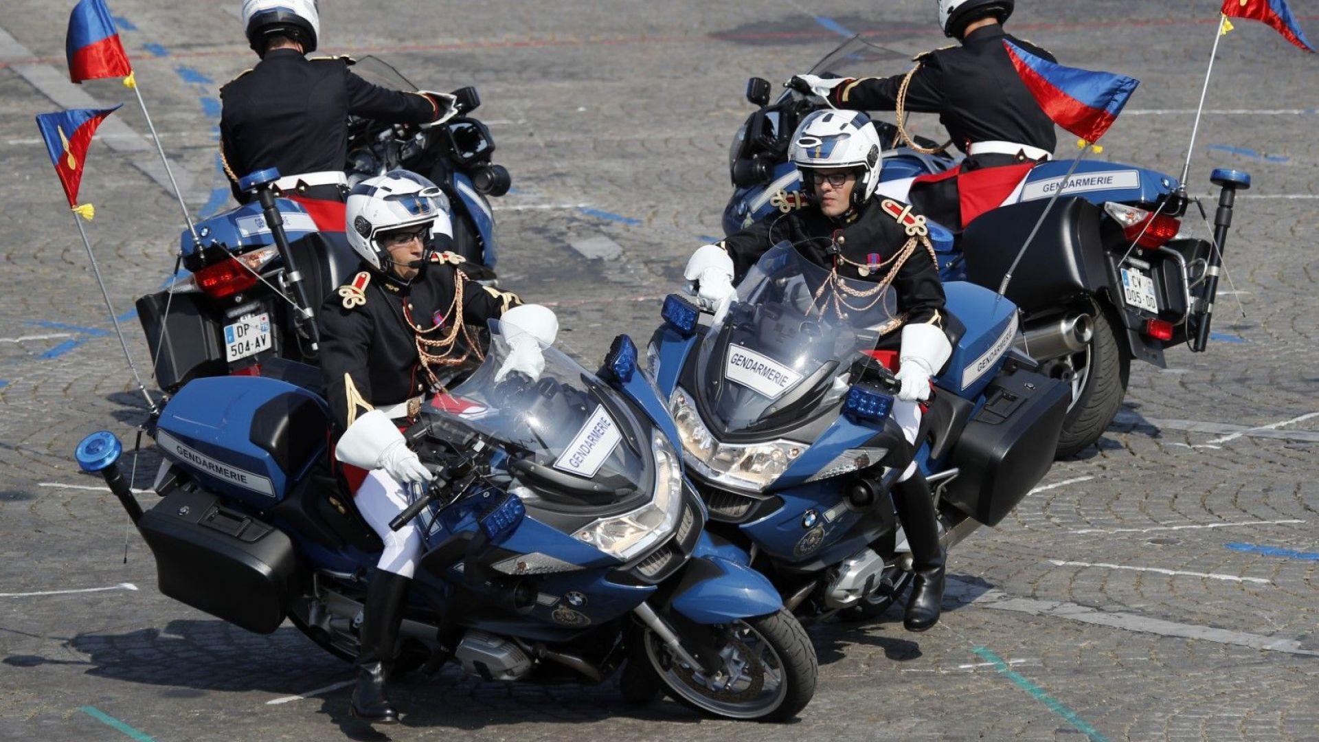 Двама мотоциклетисти от жандармерията се сблъскаха по време на парада