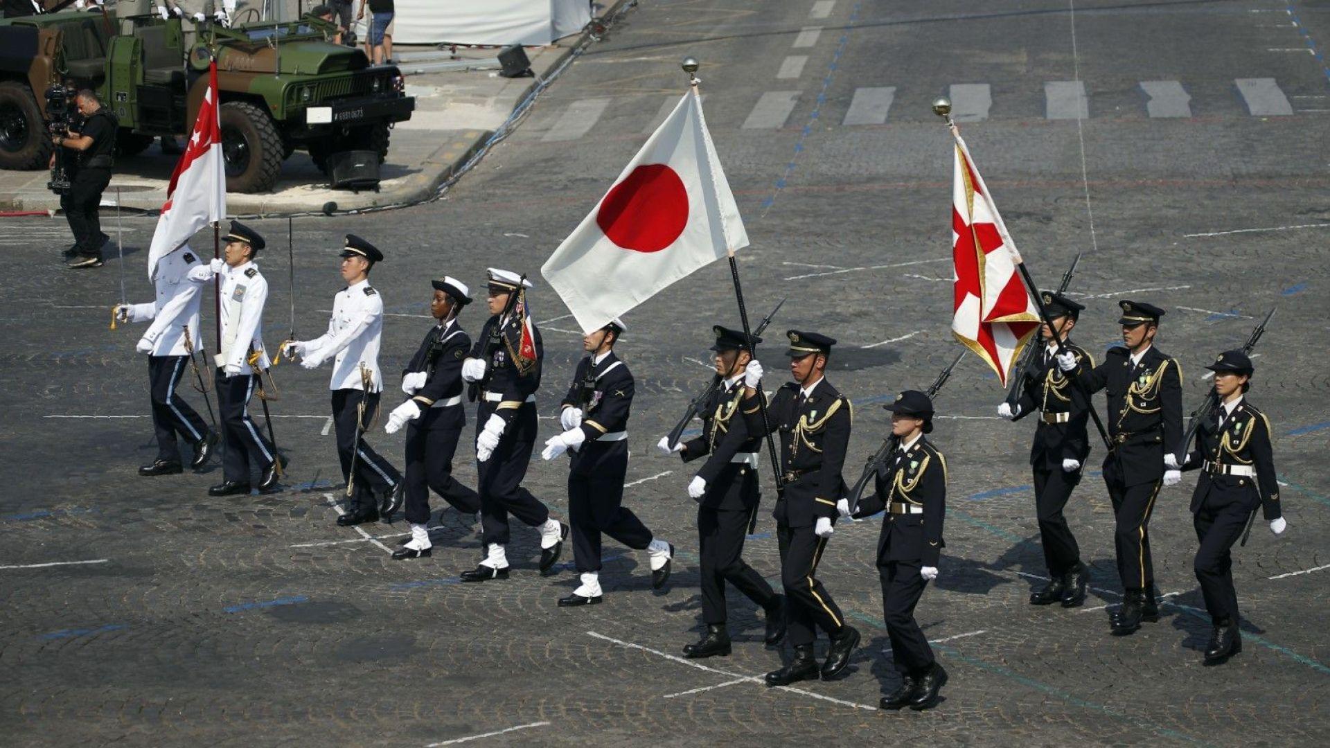 Знамената на Сингапур и Япония откриха парада редом с френското знаме
