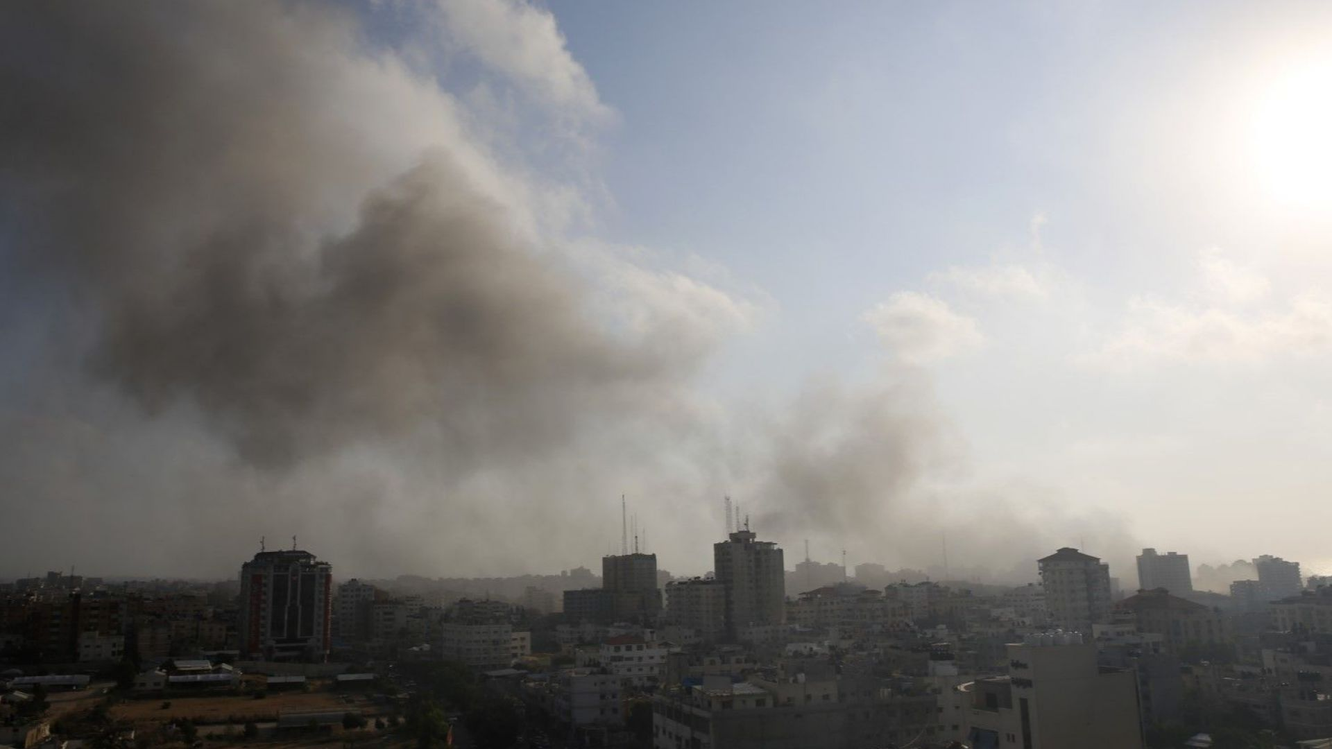 Израелската армия и Хамас ожесточено си разменят въздушни удари