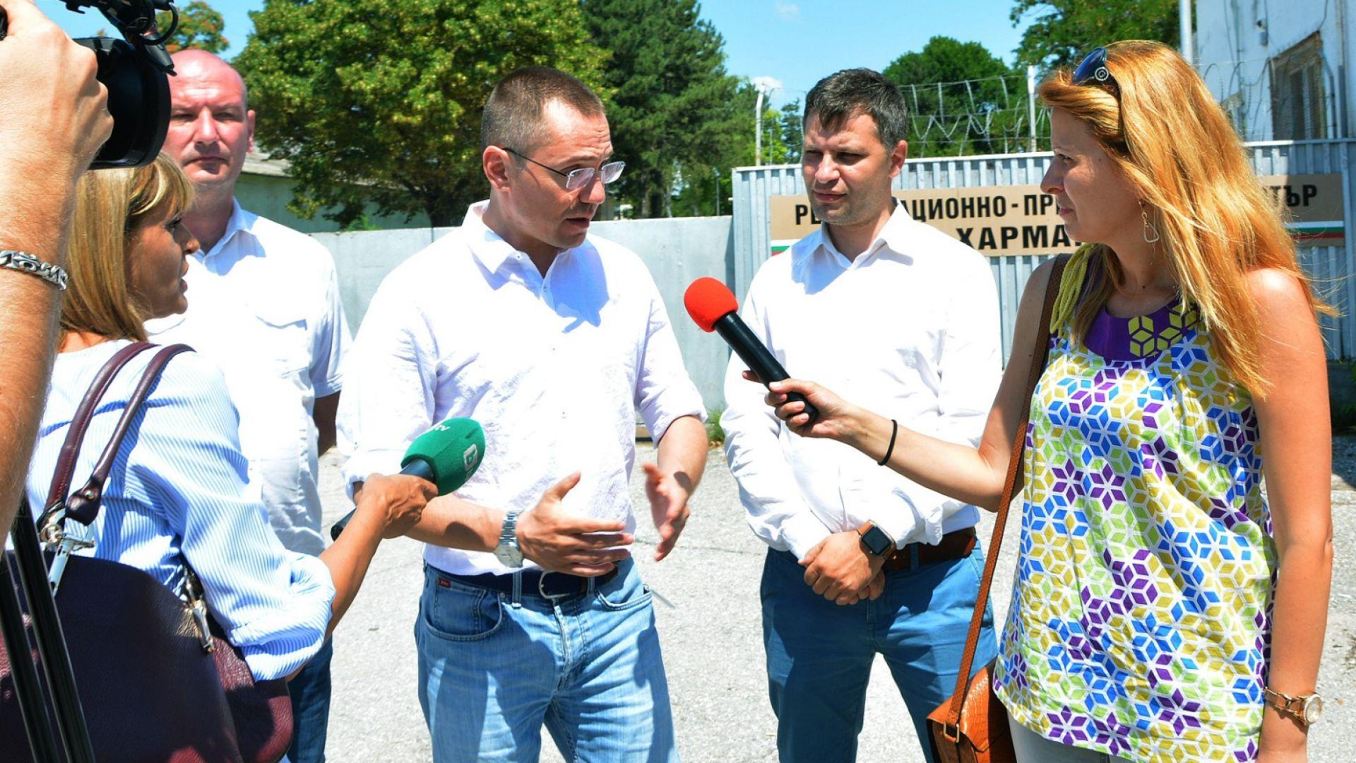 Джамбазки настоя за закриване на откритите бежански центрове