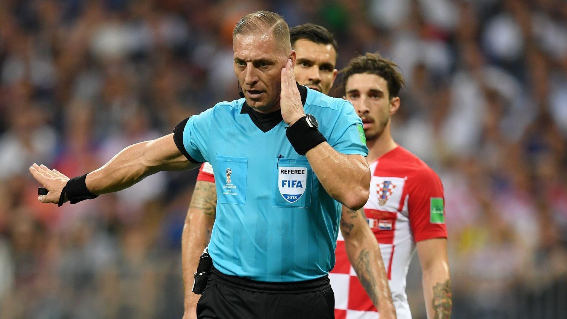 ФИФА променя дузпите, смените и правилото за игра с ръка
