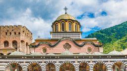 Включиха и Рилския манастир в измамна схема