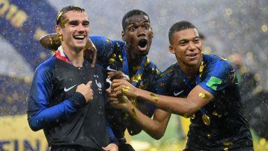 Шампионска еуфория и хърватски сълзи под дъжда в Москва (галерия от награждаването)