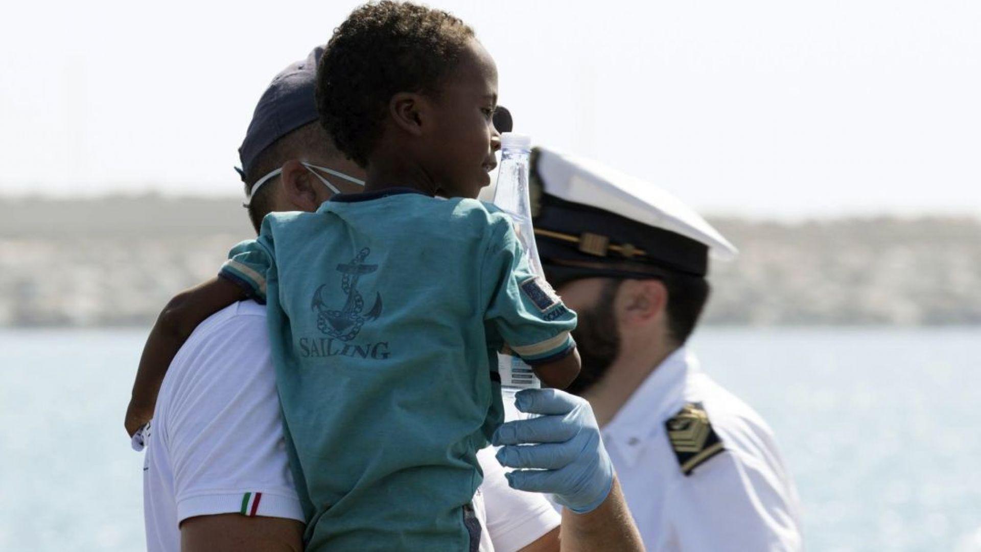 Испания и Португалия ще приемат от спасените в Средиземно море мигранти
