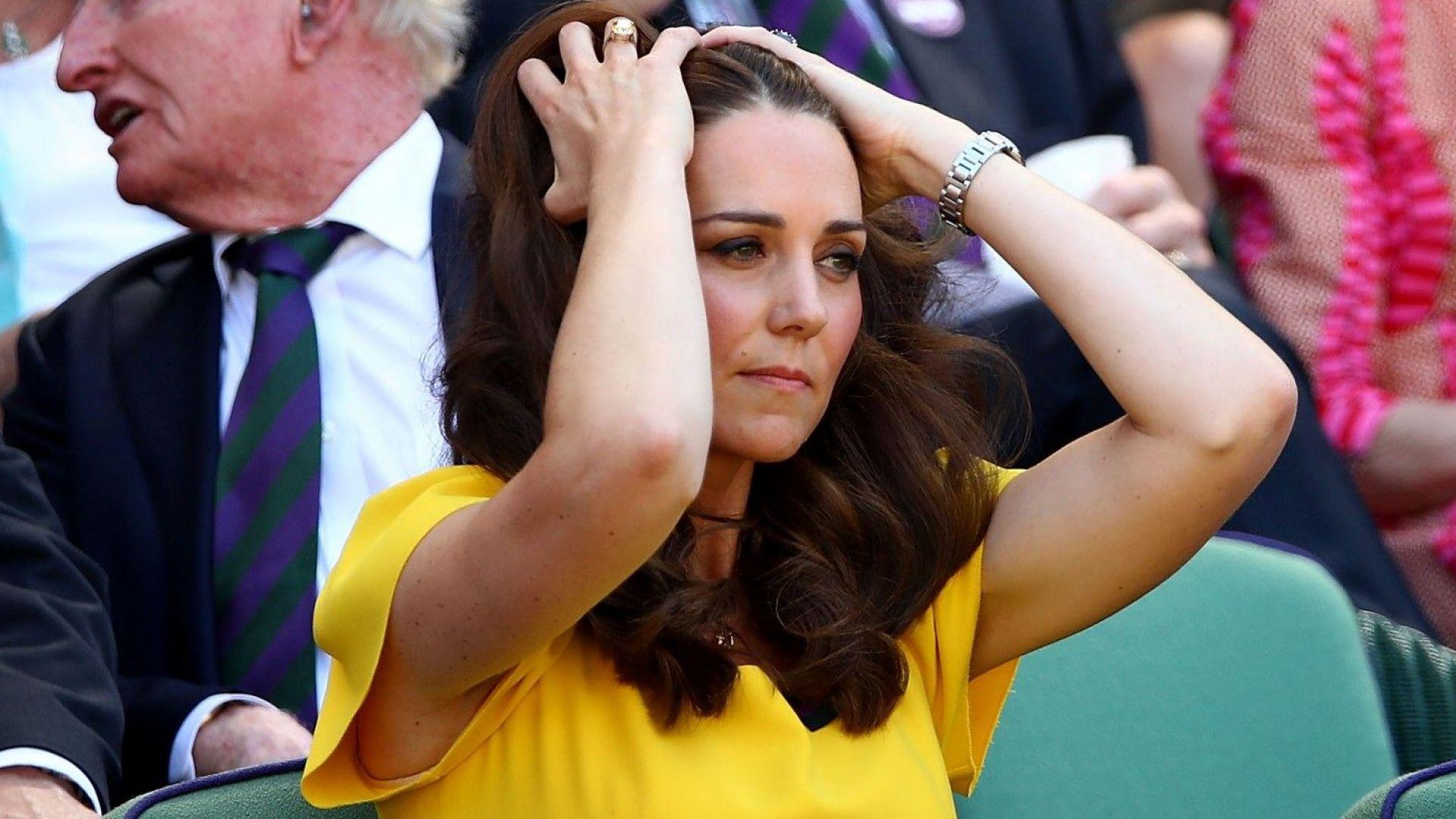 Кейт сияйна в жълто до Уилям на Уимбълдън