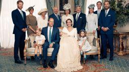 Вижте официалните снимки от кръщенето на принц Луи