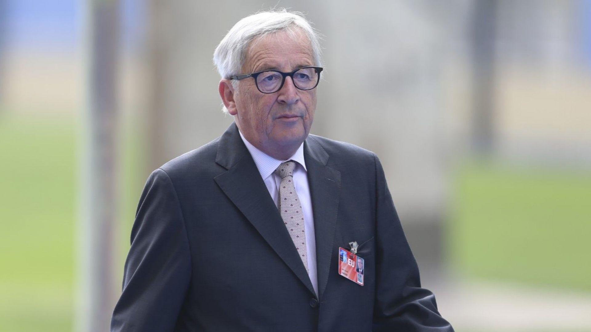 Юнкер: Историята ще докаже, че Меркел беше права за бежанците