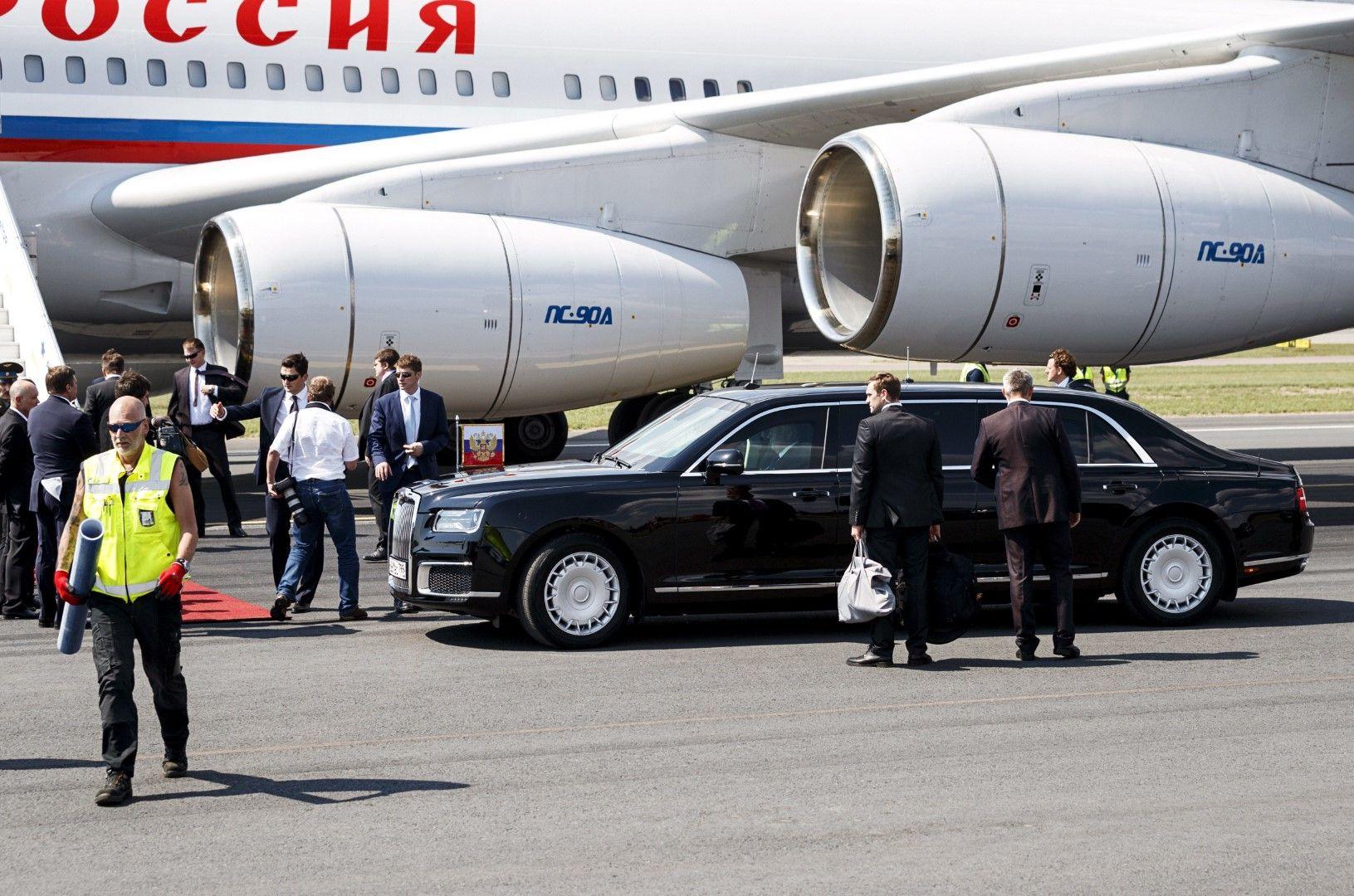 """Путин за първи път използва в чужбина новата руска лимузина """"Аурус"""""""