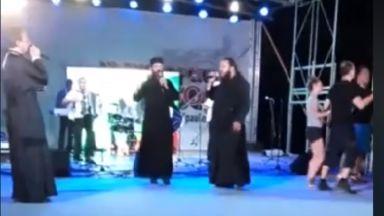 Редно ли е монаси да пеят и танцуват на сцената на събор? (видео)