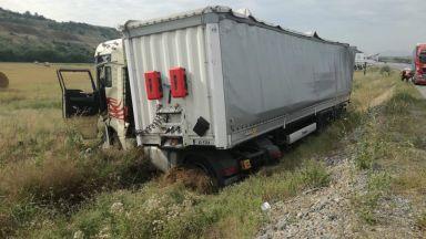 """Катастрофирал камион затвори магистрала """"Струма"""""""