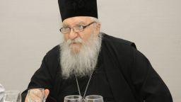 Отец Иван от Нови хан гради нов приют