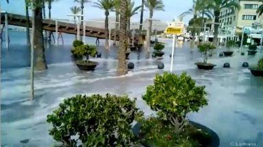 Цунами удари испанските курорти Майорка и Менорка