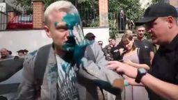Заляха със зелена течност украински активист срещу корупцията (видео)
