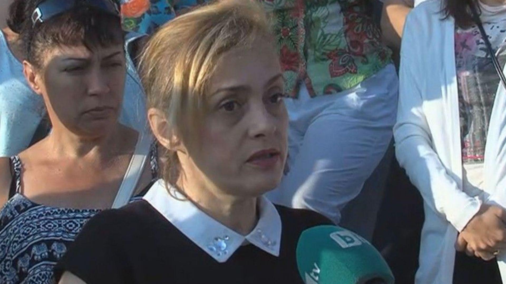 Протест в защита на директорка, отказала да приеме ромски деца в училище