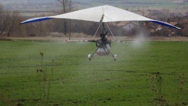 В Бургас пръскат с делтапланер срещу ларви на комари