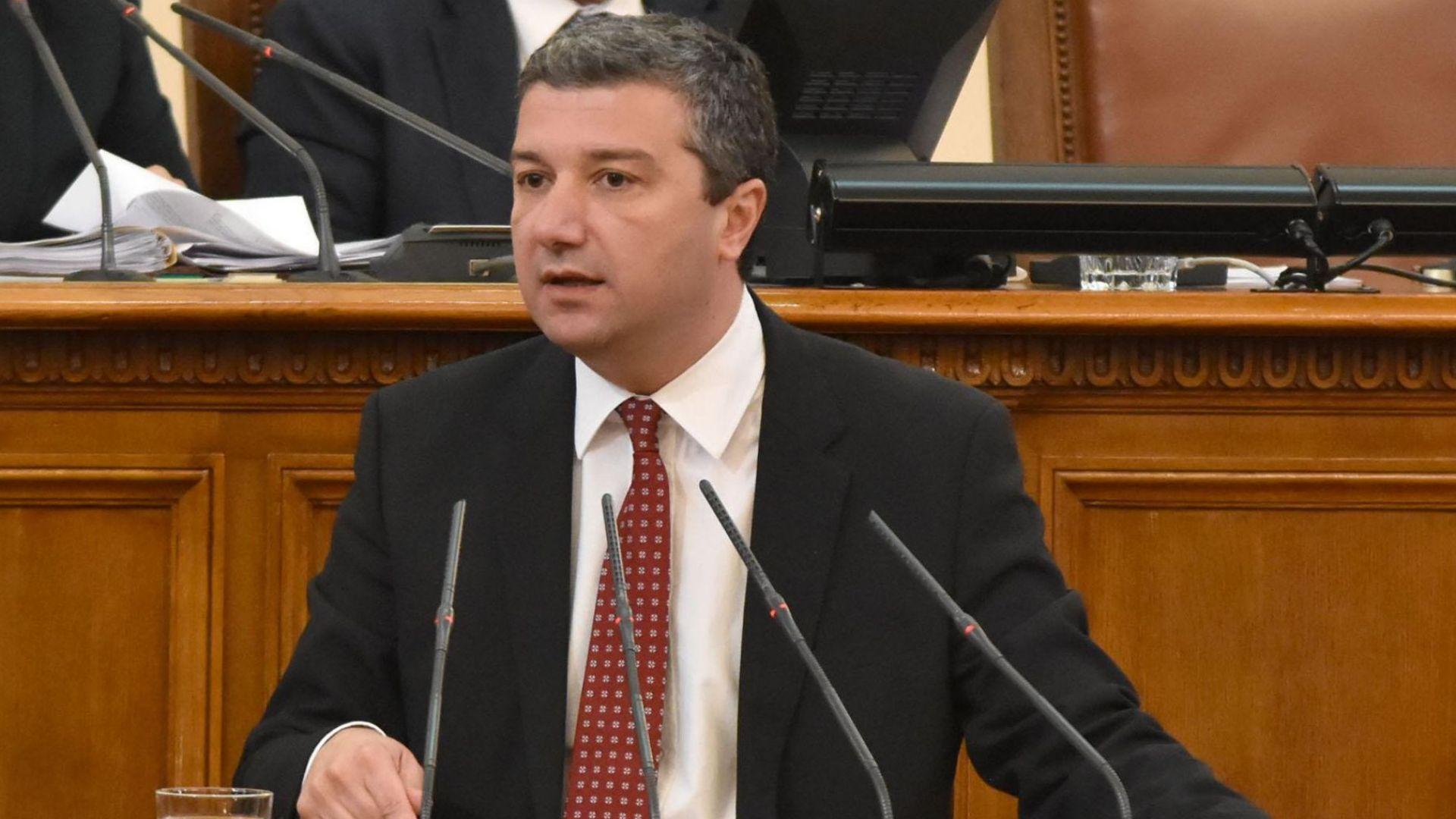БСП спаси кворума заради концесията на летище София
