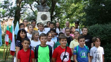 България почита 181-та годишнина от рождението на Апостола (снимки)