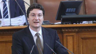 Крум Зарков: 1000 души остават без работа след концесията на Летище София
