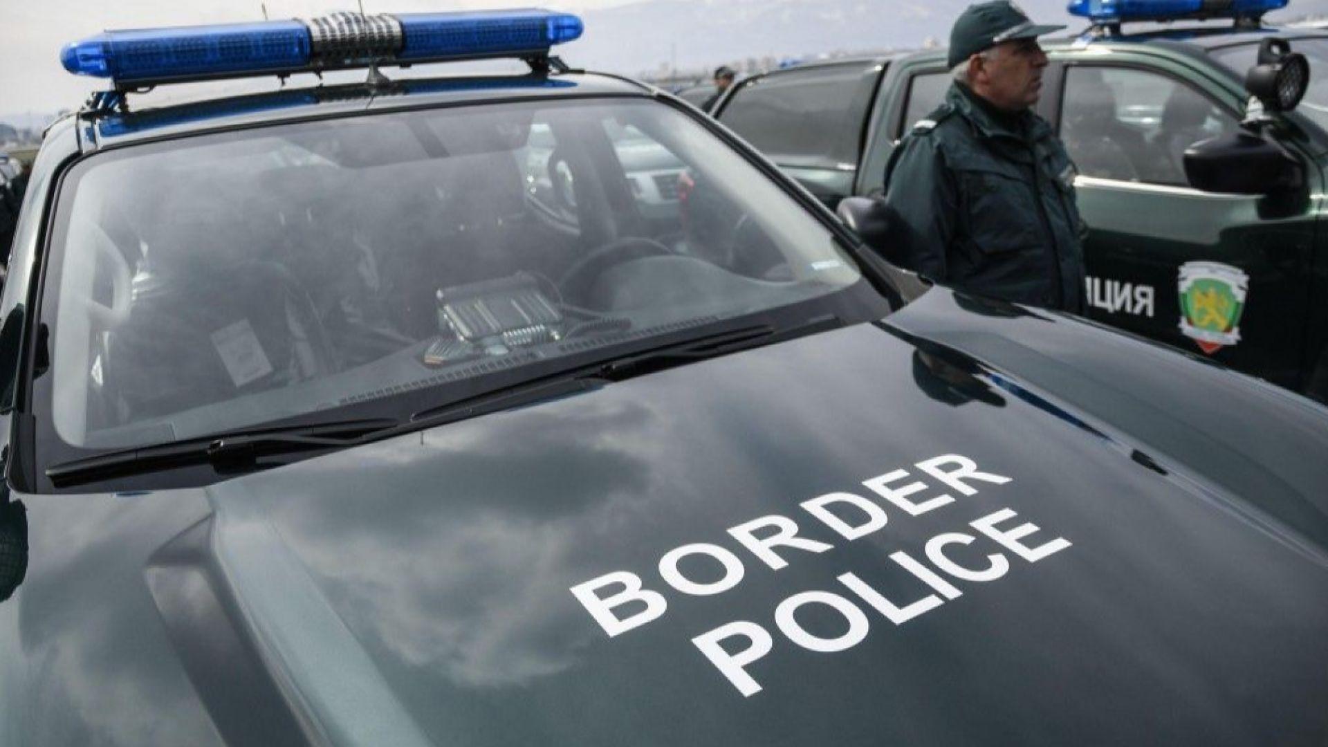 Гранични полицаи задържаха 21 нелегални мигранти и двама каналджии