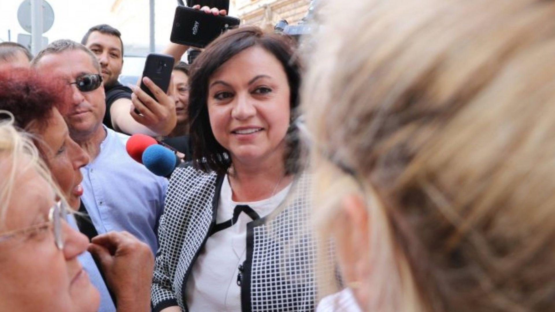 Нинова от протеста: Борисов изправи държавата срещу народа