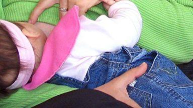 Опасна практика: Майки продават кърма онлайн