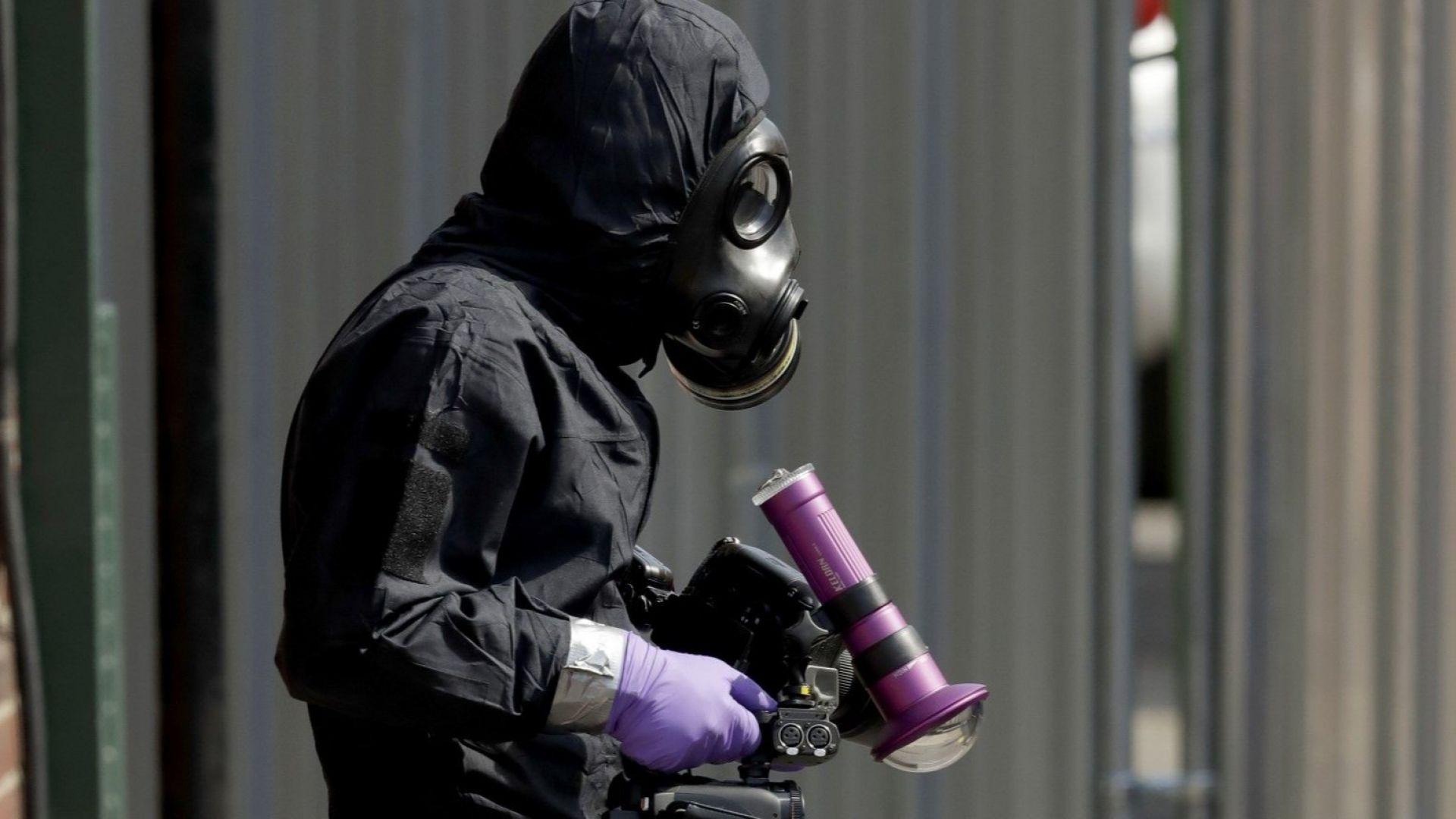Взеха проби от веществото, отровило двамата британци в Еймсбъри