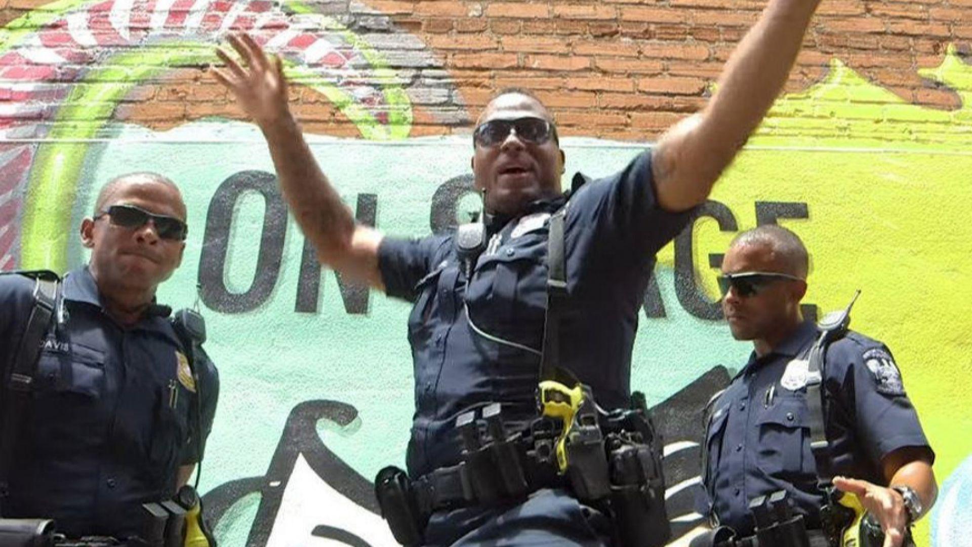 Полицаи завладяха социалните мрежи