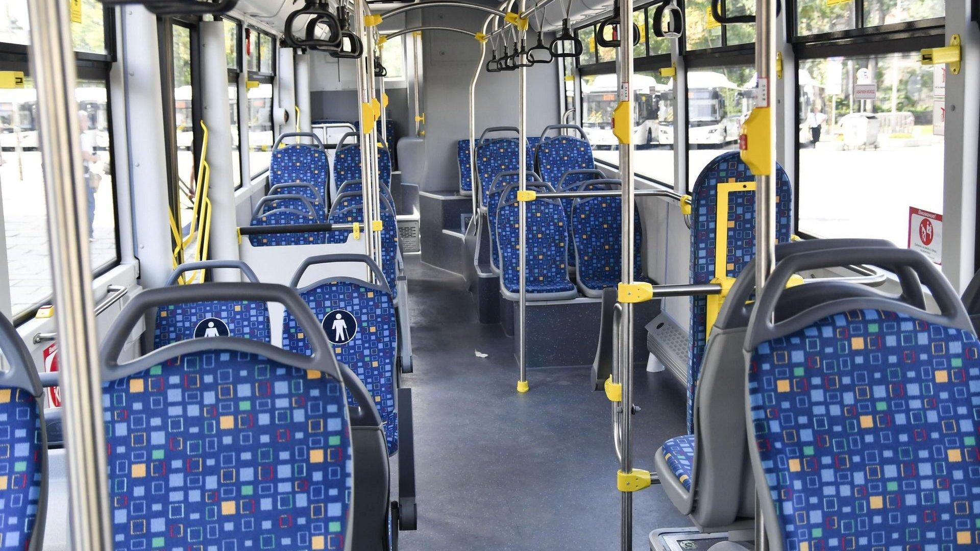 Контрольори не могат да задържат рейс на спирка заради проверка на пътниците