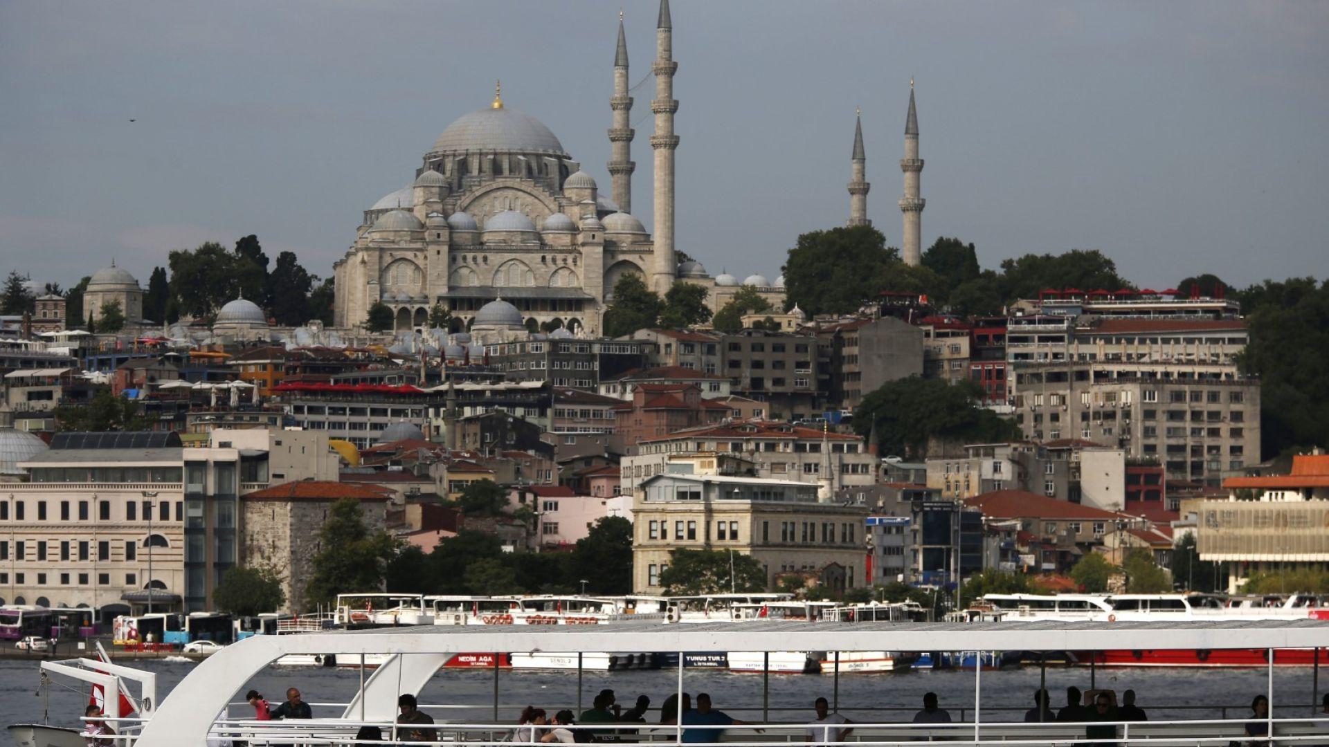 Нов срив на турската лира след US санкциите за министри