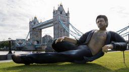Гигантска статуя на Джеф Голдблум се появи в Лондон