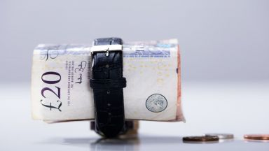 Британската лира слезе под 1.30 долара за първи път от 10 месеца