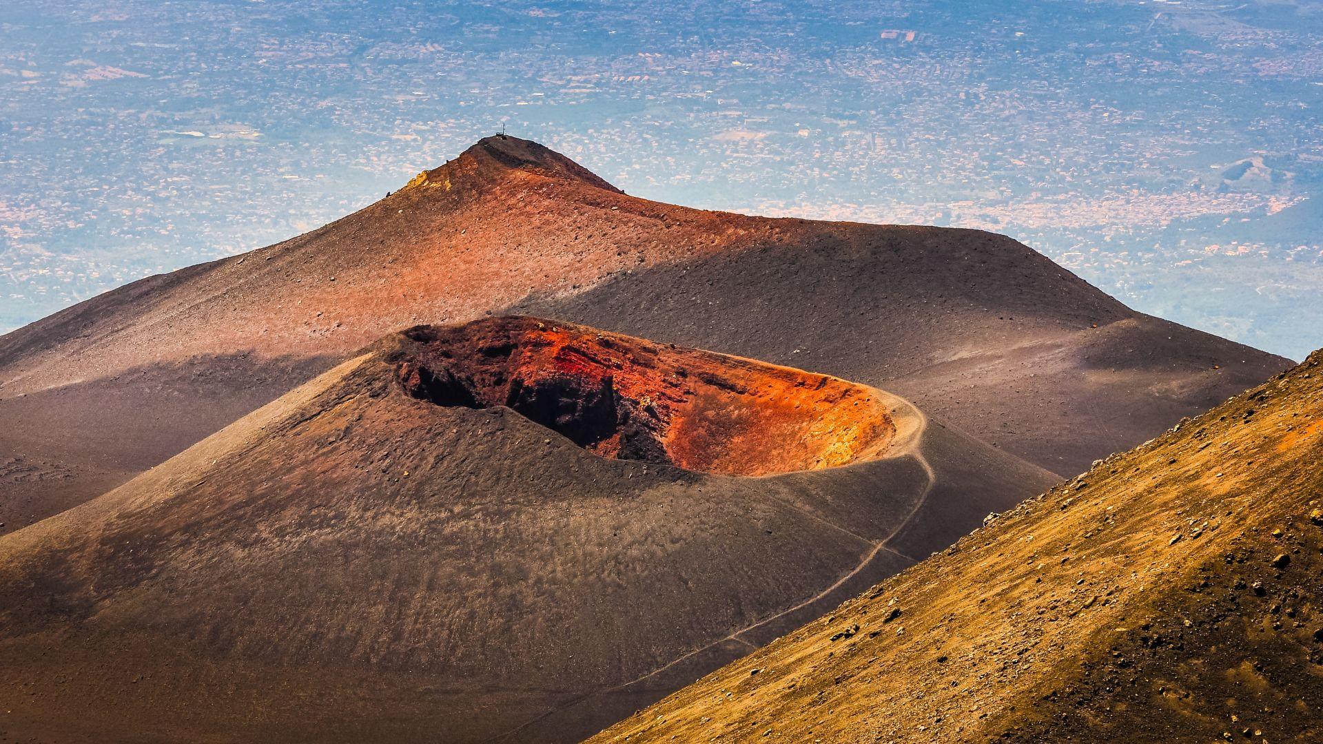 Има опасност от активизиране на вулкана Етна