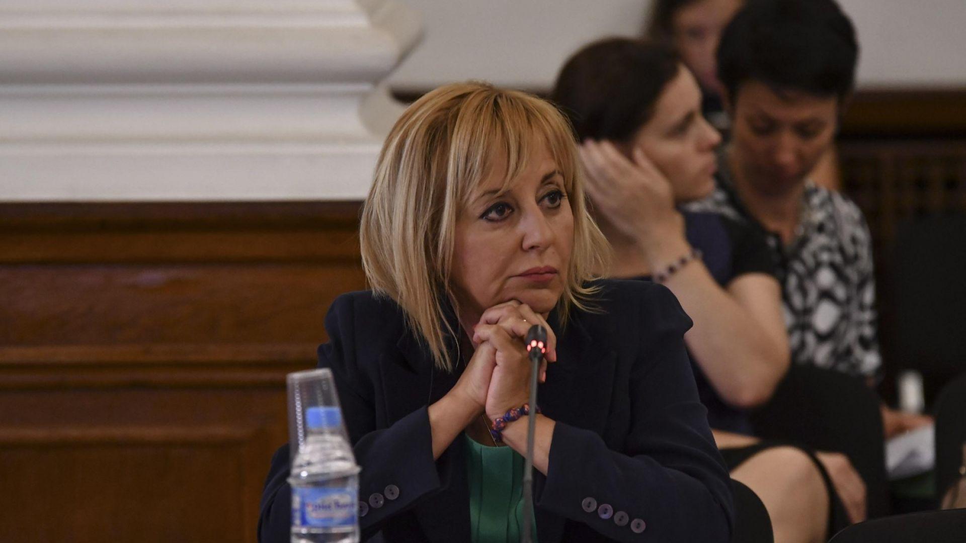 Мая Манолова: Мястото на чиновниците е на терен, не в министерството