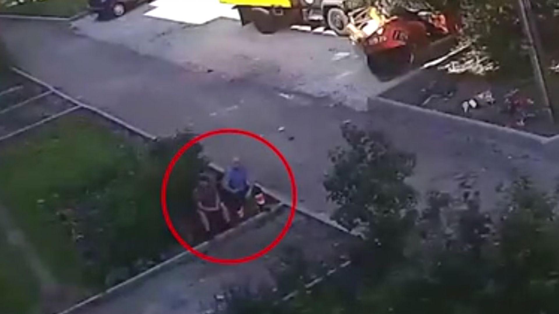 Работници уловиха момче, падащо от четвъртия етаж
