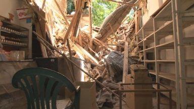 Къща се срути върху магазин, трима оцеляха по чудо