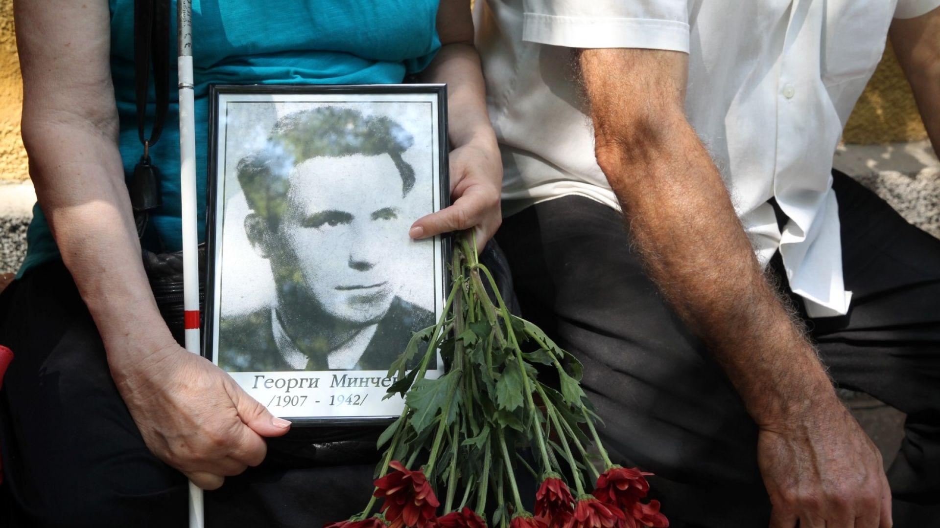Радев: Стиховете на Вапцаров ни напомнят, че да хленчим няма да помогне