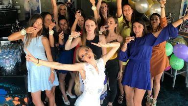Нанси Карабойчева с щуро моминско парти (снимки)