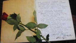 За пръв път показват червения бележник на Вапцаров
