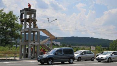 Ограничават движението по пътя Бургас - Царево, монтират пешеходния надлез при Атия