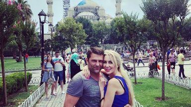 Антония Петрова празнува 1 месец от сватбата си в Истанбул (снимки)