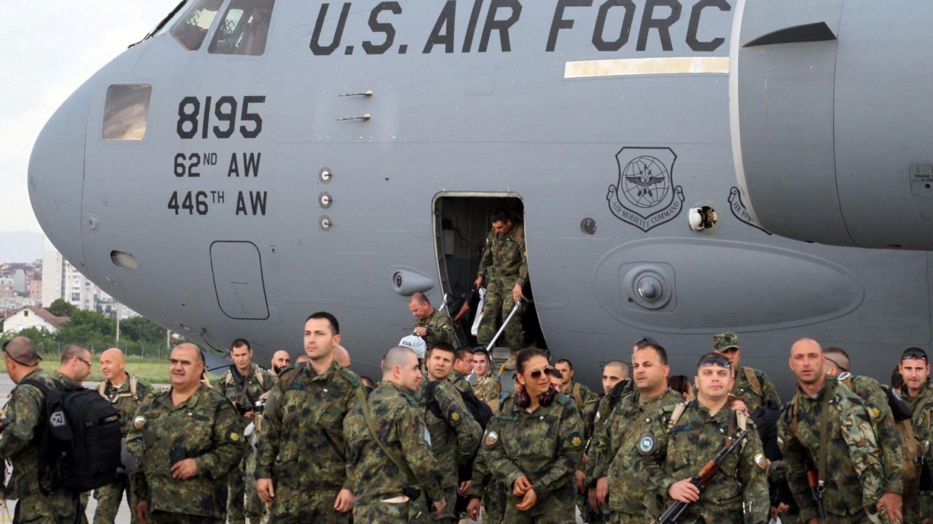 Рейнджърите слизат от американския самолет