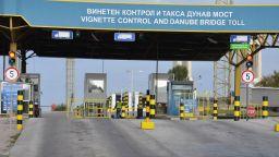 """Огромна дупка зейна на """"Дунав мост"""""""