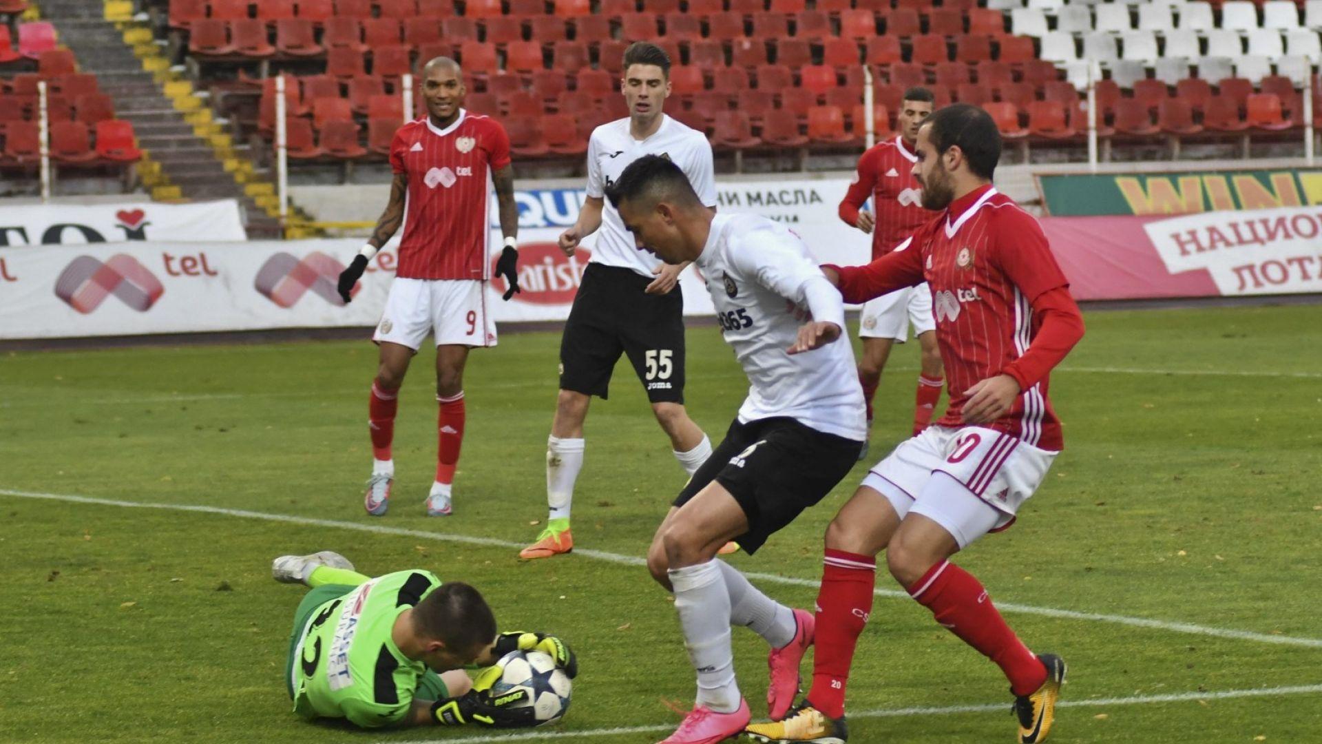 Гранд от Шампионската лига си хареса вратар от българското първенство